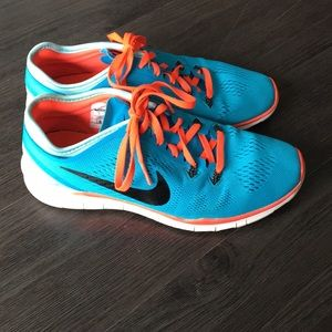 Nike free tennis shoes